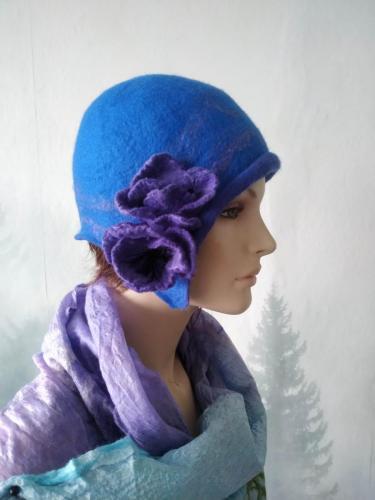 Niebieska, filcowa czapka